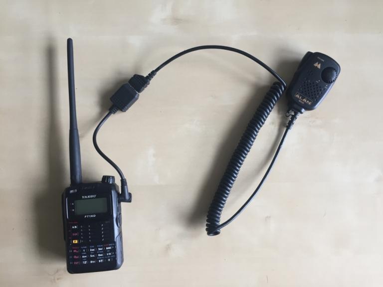 Mein FT-1XDE mit dem CT-44 Adapter und dem MA26 Midland Handmikrofon.